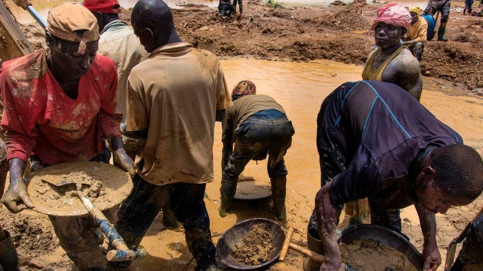 Galamseyers, illegal miners from Niger, work beside a pond close to Kibi town on April 10, 2017. Immigrants from Niger, Togo or Burkina Faso have arrived to work as gold miners on the Eastern region of Ghan