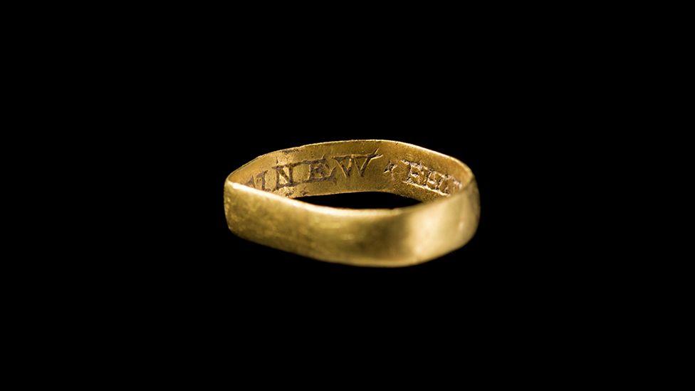 A post-Medieval gold ring found in Llanfair Dyffryn Clwyd, Denbighshire