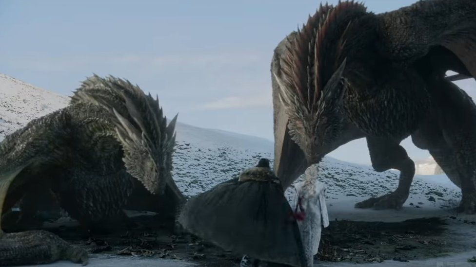 Дейенерис и Джон подходят к драконам