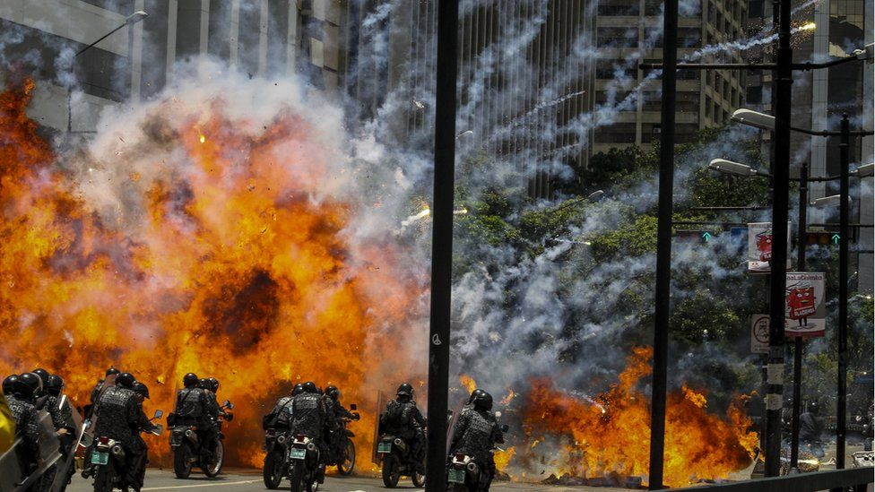 Police officer wounded in an explosion in the vicinity of the Altamira Square, in Caracas