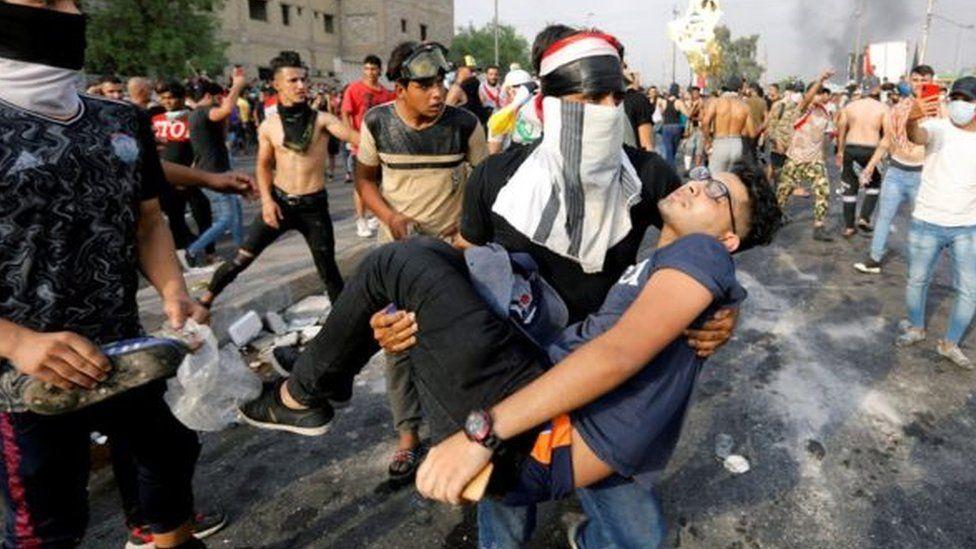 """مظاهرات العراق: لماذا تستدعي بعض الدول العربية فكرة """"المؤامرات الكونية""""؟"""