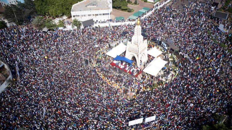 Crowds gather in Bamako