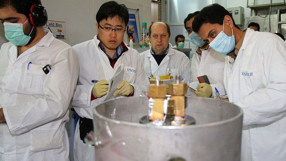 IAEA inspectors and Iranian technicians at nuclear power plant in Natanz (file photo)