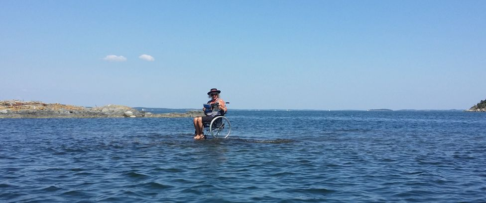 Carina Wellton in her wheelchair on an islet