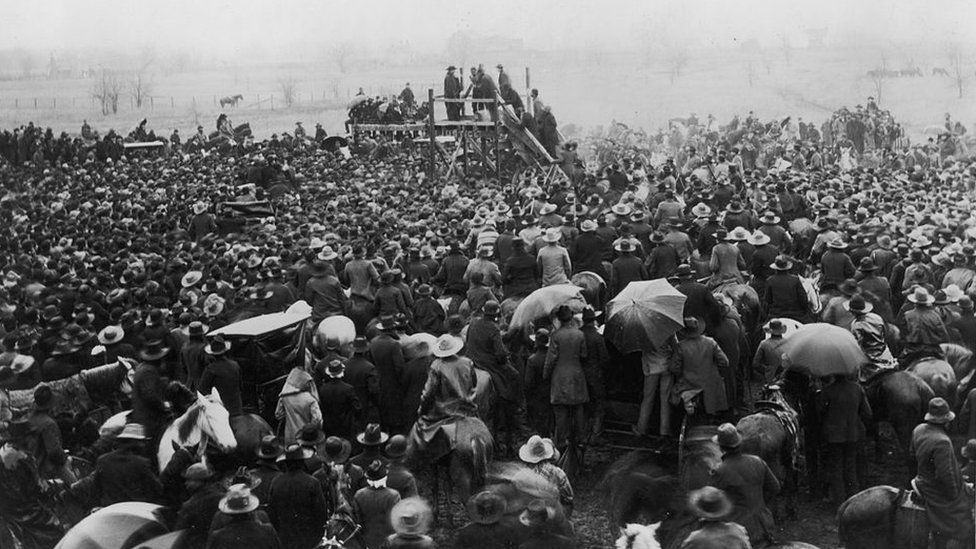 A photograph of a crowd in Texas watching an execution in 1893