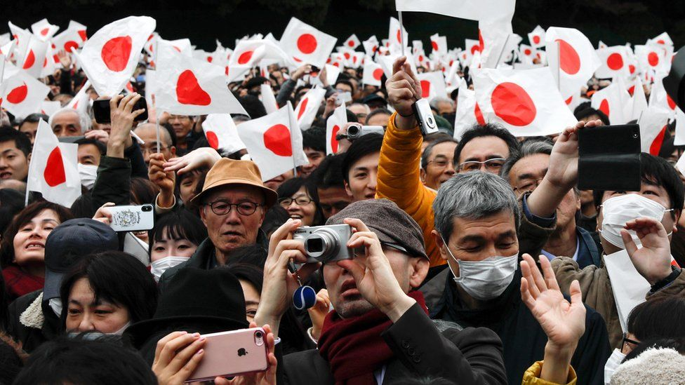 crowds attend Akihito's last appearance