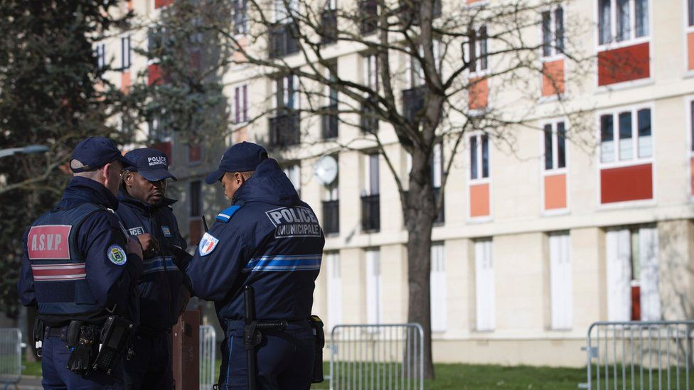 Municipal police officers stand guard near a building on 11 February 2016 in Sarcelles
