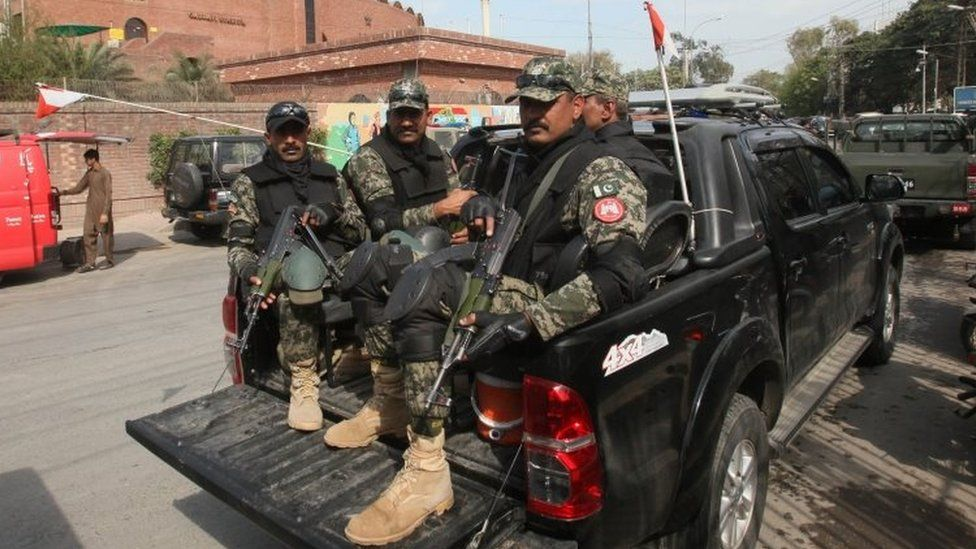 Pakistani security officials on duty outside the Gaddafi stadium ahead of the cricket Pakistan Super League (PSL) final, in Lahore (28 February 2017)