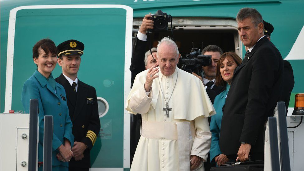 Pope Francis boards plane at Dublin airport