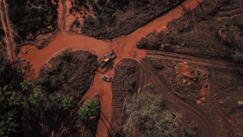 Brumadinho: los sospechosos correos de la empresa alemana que certificó la seguridad de la represa brasileña cuyo colapso mató a más de 300