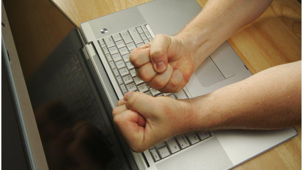 Graças à internet, 'facilitamos muito para quem odeia', diz Leandro Karnal