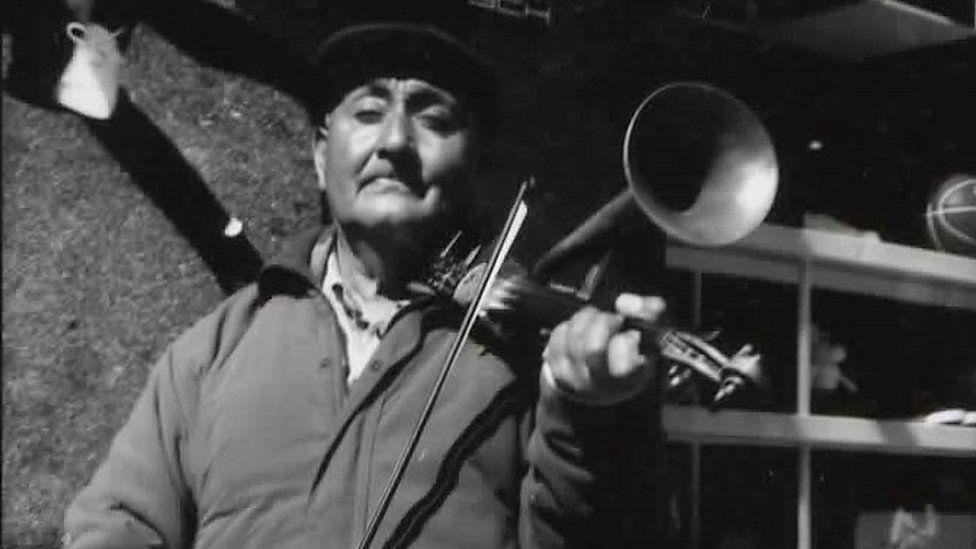 Johan the trumpet fiddler