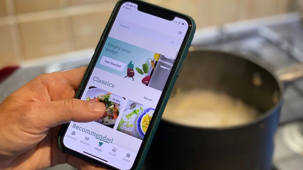Mobile recipe app and cooking pot