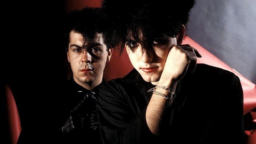 """Los secretos de """"The Cure"""", contados por Lol Tolhurst, el hombre que fundó la banda junto a Robert Smith"""