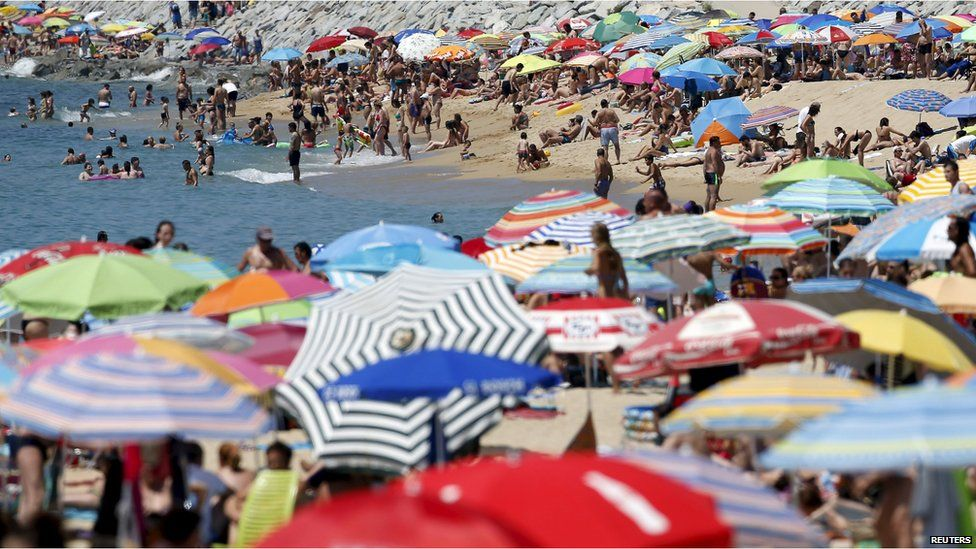 People cool off during the first heat wave of the summer at the Mediterranean Sea on El Masnou's beach, near Barcelona, Spain, 28 June 2015.