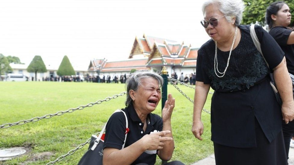 Thais at the Grand Palace after signing condolence books to the late King Bhumibol, 16 October 2016