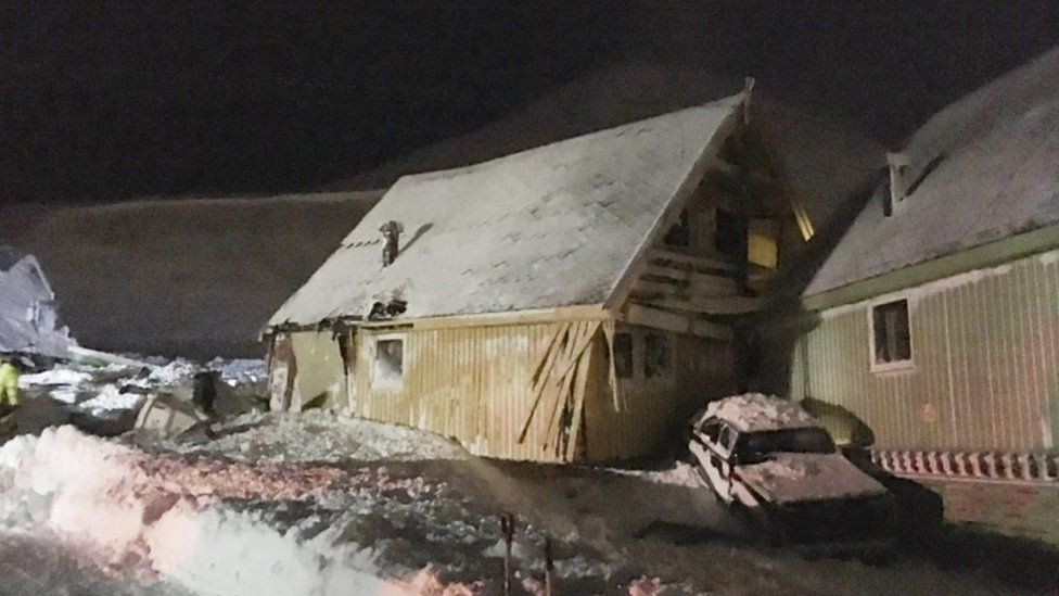 Damaged house and car in Longyearbyen after avalanche, Svalbard, 19 December 2015