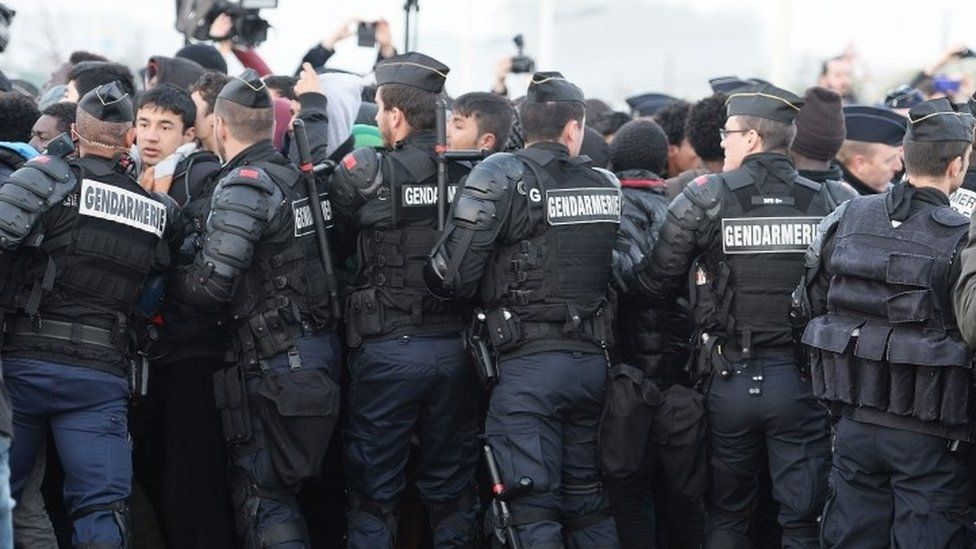Migrants and police at the Jungle, 25 Oct