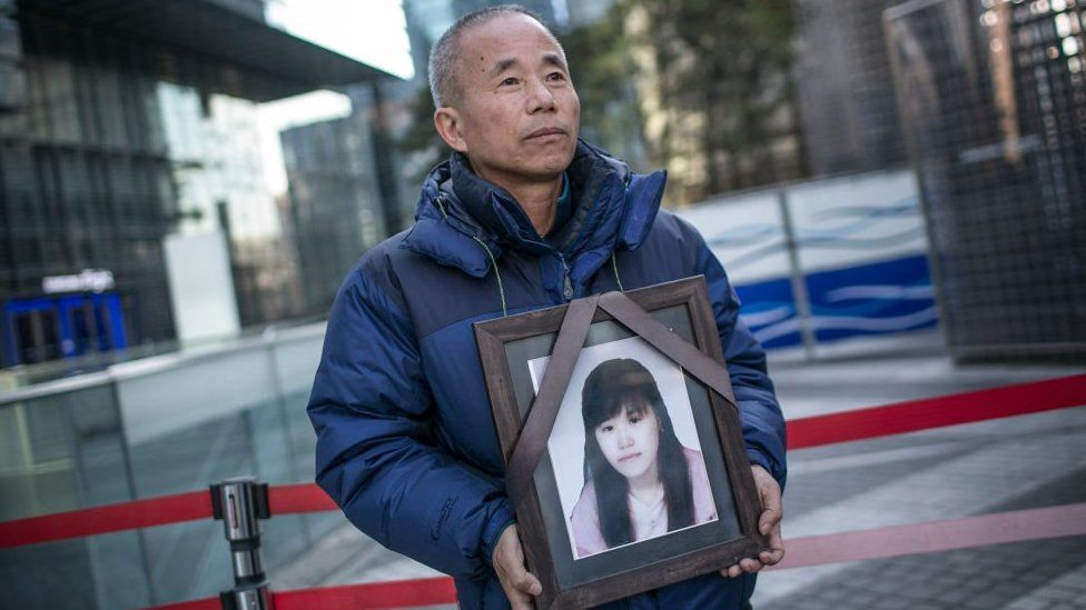 Hwang Yumi photo held by her father