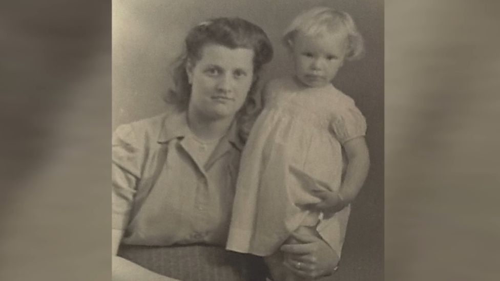 Pauline as a toddler with her mother Olive Le Brun