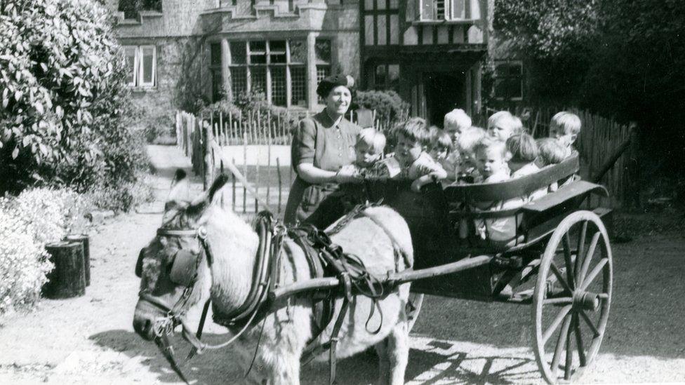 kids in cart