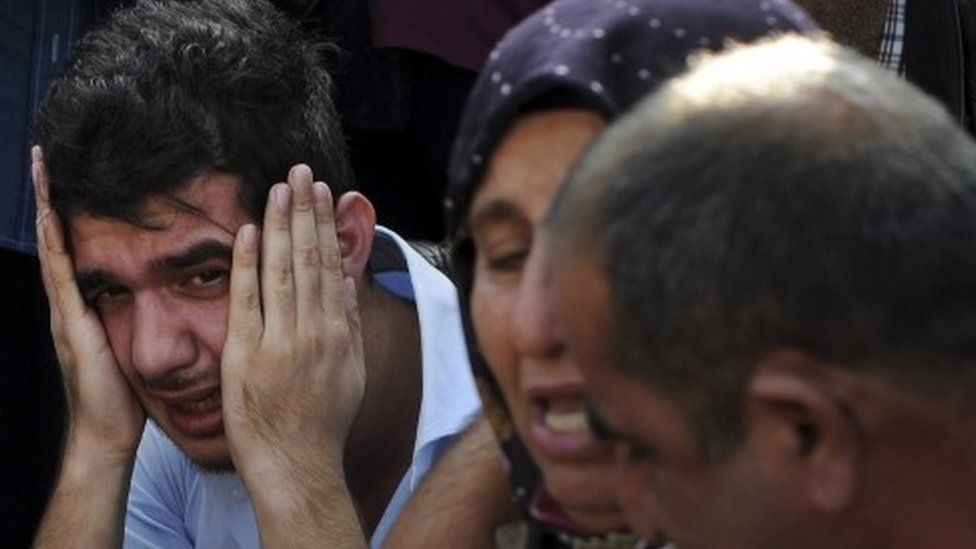 Relatives of people wounded at the explosions in Ankara, Turkey, react as they wait news for their loved ones outside a hospital (10 October 2015)