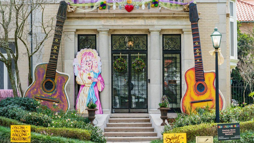 A house is decorated with the motif in honour of Dolly Parton