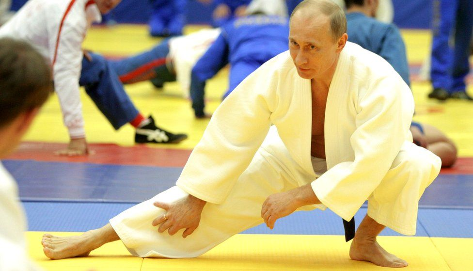 """Vladimir Putin takes part in a judo training session at the """"Moscow"""" sports complex in St. Petersburg, on December 22, 2010"""