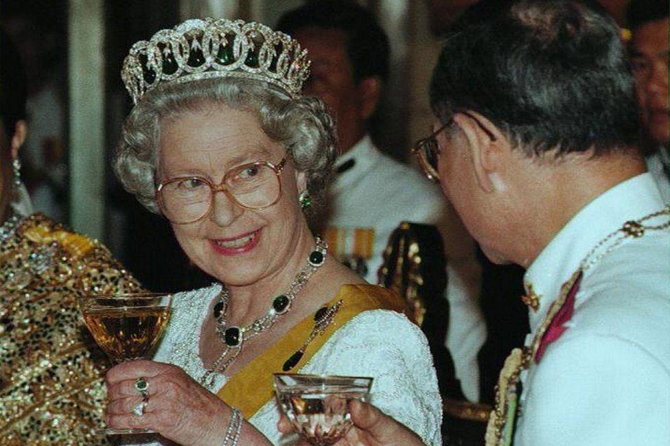 Queen Elizabeth II and King Bhumibol Adulyadej