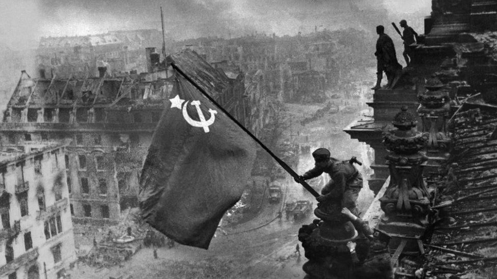 "Евгений Халдей. ""Знамя Победы над Рейхстагом"", 1945 г."
