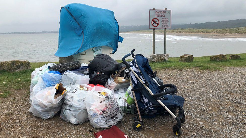 litter at Ogmore-by-Sea