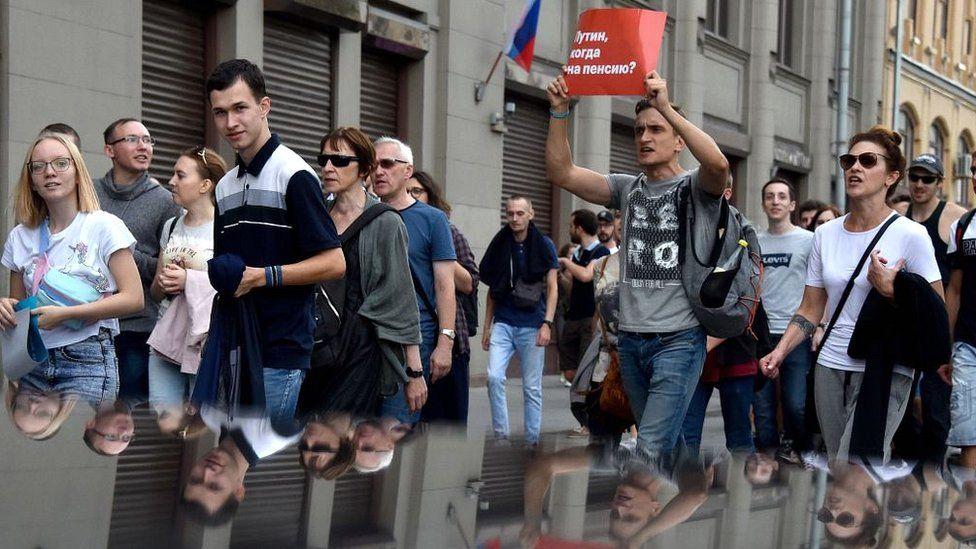Суд арестовал двух обвиняемых в нападении на полицейских на акции в Москве