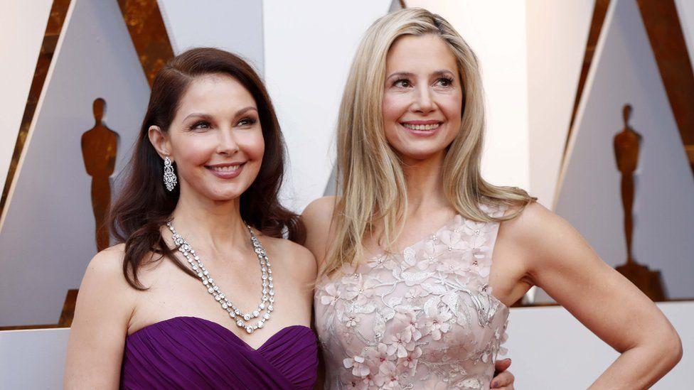 Ashley Judd and Mira Sorvino at the Oscars