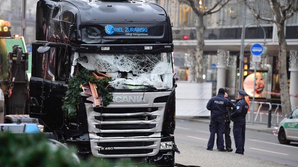 Lorry in daylight, at scene