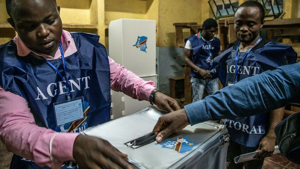 Election agents in DR Congo