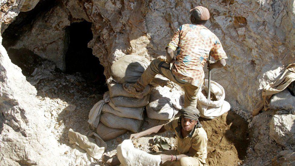 Artisan cobalt mine workers