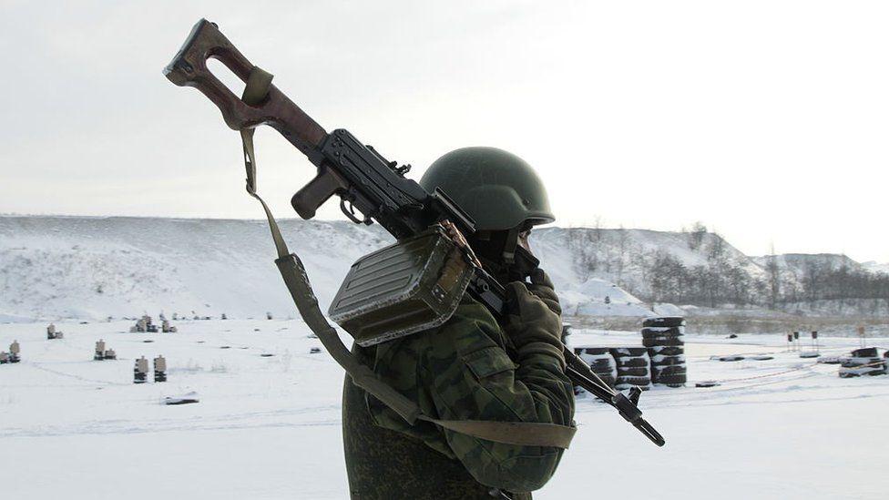 """""""России все-таки пришлось вводить войска"""". Российские писатели о войне в Донбассе"""