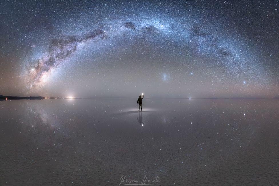 Foto de Jheison Huerta y la Vía Láctea