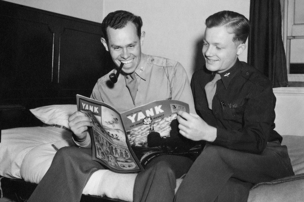 Lt George Hartman (left) and Lt Robert Belliveau read Yank: the Army Weekly at Duxford, August 1943.