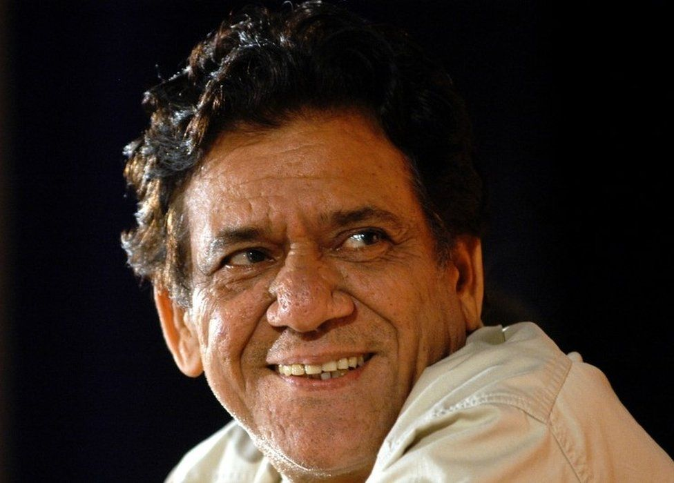 """Indian actor Om Puri smiles during his felicitation ceremony organized by the """"Rotary Club of Mumbai"""" in Bombay August 15, 2004"""