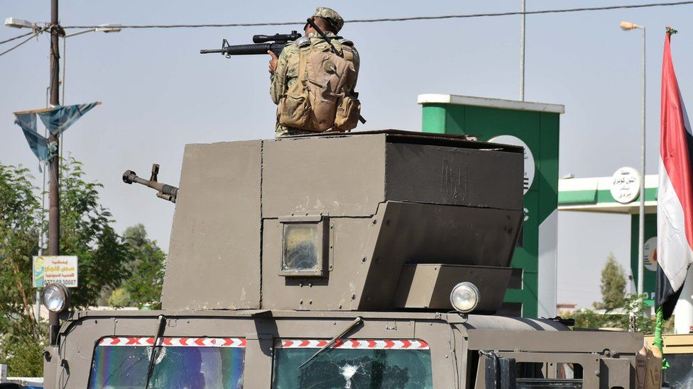 A fighter loyal to the Iraqi government aims his rifle in the Alton Kupri area, 20 October