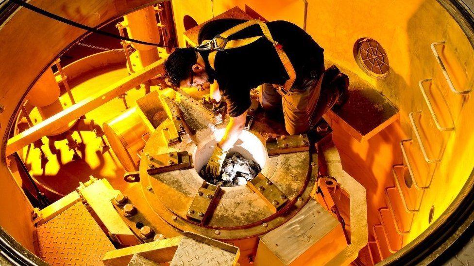 Preparation of furnace for alloy melting