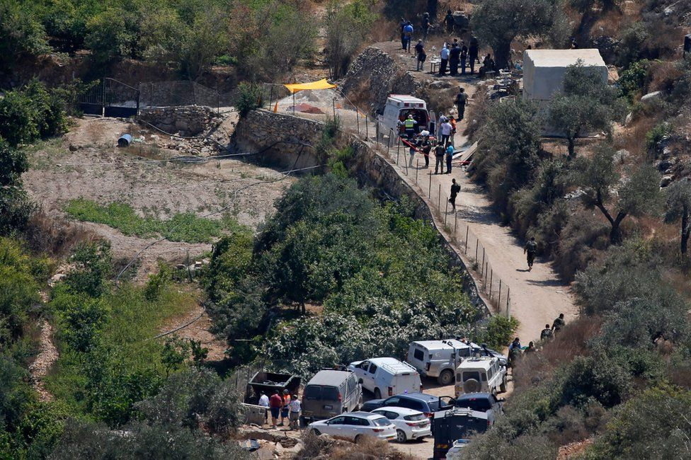 Israeli medics and security forces gather at the site of a bomb explosion that killed an Israeli teenager, near the settlement of Dolev in the occupied West Bank (23 August 2019)