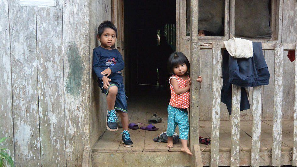 Crianças em Kapawi