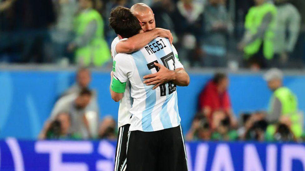 Embrace between Mascherano and Messi.
