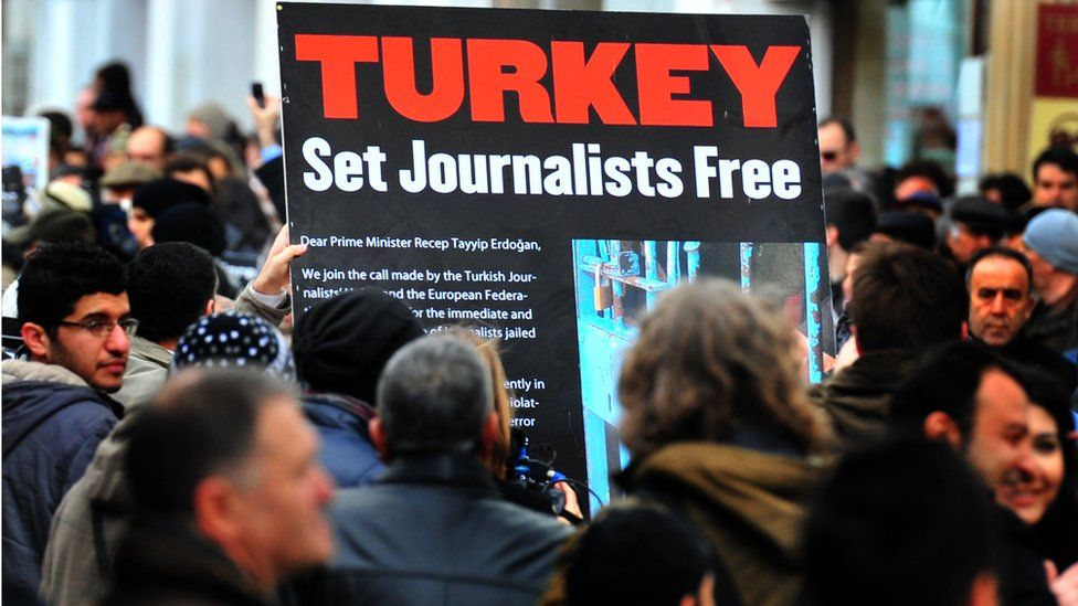 Istanbul protest in support of media freedom
