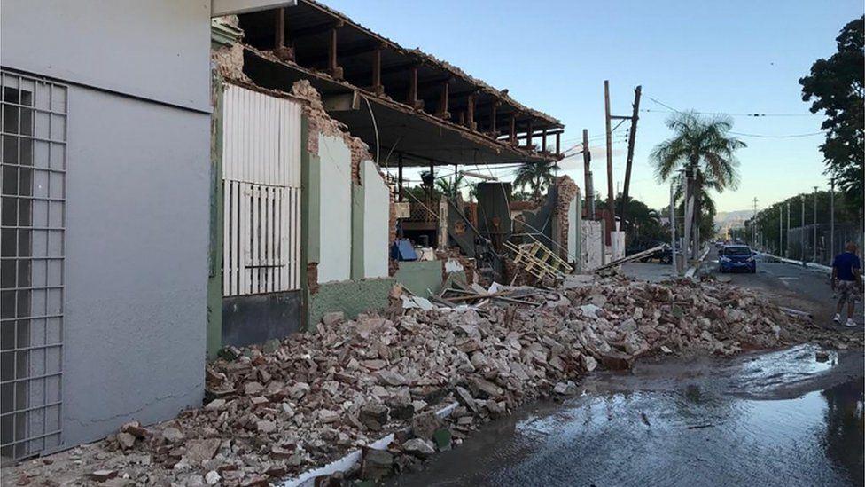 Una tienda destruida por el terremoto en Guanica