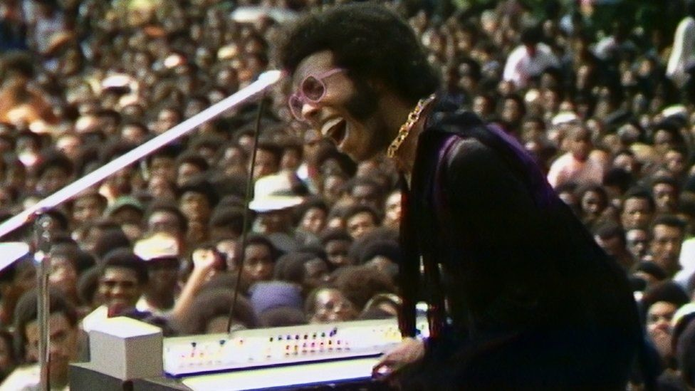 Summer of Soul: New film revives lost 'Black Woodstock' gig series thumbnail