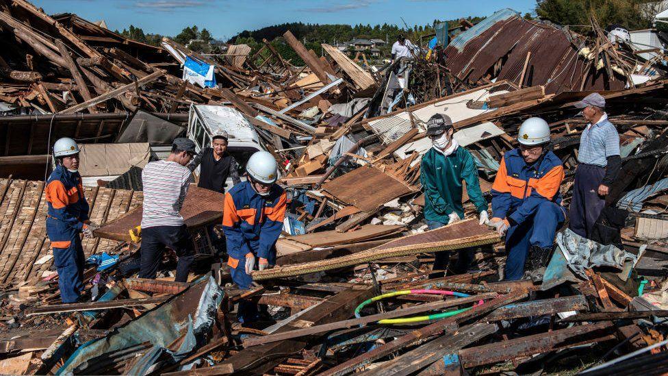 اليابان تستعين بـ 110 آلاف منقذ للبحث عن المفقودين في إعصار هاغيبيس