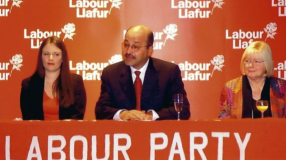 Vikki Howells and MP Ann Clwyd welcome former Iraq deputy PM Barham Salih to Cynon Valley in 2004